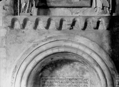 Ancienne abbaye Saint-Pierre - Eglise, tombeau, fragments carolingiens réemployés