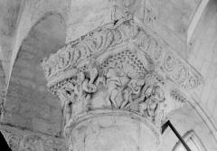 Ancienne abbaye Saint-Pierre - Eglise, chapiteau du déambulatoire