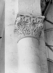 Ancienne abbaye Saint-Pierre - Eglise, chapiteau de la nef