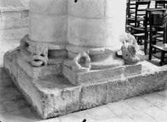 Ancienne abbaye Saint-Pierre - Eglise, base de la colonne