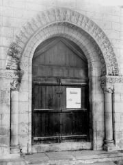 Eglise Saint-Hilaire - Portail, intérieur, au sud