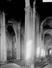Ancienne église priorale Saint-Pierre de Parthenay-le-Vieux - Bas-côté sud et nef