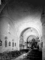 Eglise Notre-Dame et Saint-Pierre de Cherves - Nef, vue de l'entrée