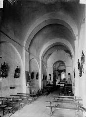 Eglise Saint-Gervais - Saint-Protais - Nef, vue de l'entrée