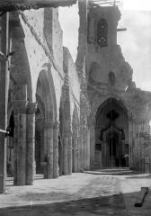 Eglise - Ruines, nef, vue de l'entrée