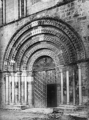 Eglise abbatiale Saint-Amand - Portail ouest, porte centrale