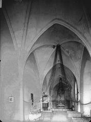 Eglise de la Trinité - Nef, vue de l'entrée