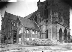 Cathédrale Saint-Gervais et Saint-Protais - Salle capitulaire et portail