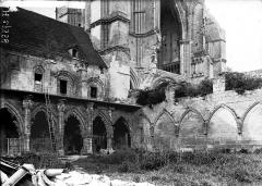 Ancienne abbaye de Saint-Jean-des-Vignes - Cloître, angle sud-est