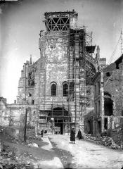 Ancienne collégiale Saint-Quentin - Façade ouest échafaudée