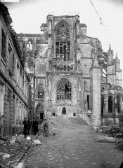 Ancienne collégiale Saint-Quentin - Partie latérale, portail Lamoureux