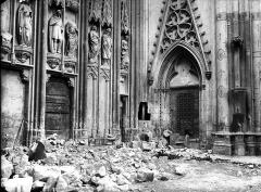 Ancienne collégiale Saint-Quentin - Bras sud du transept, détail du portail
