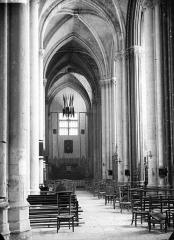 Ancienne collégiale Saint-Quentin - Nef, latérale