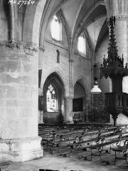 Ancienne abbaye cistercienne - Eglise, nef, vue diagonale, chaire