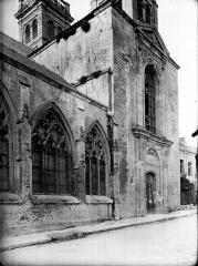 Cathédrale Notre-Dame - Fenêtre et portail latéral