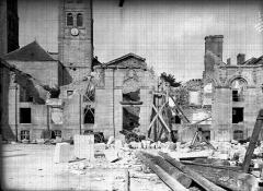 Evêché - Façade en ruines et clocher