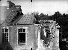 Evêché - Bâtiment sur la petite cour, escalier à découvert