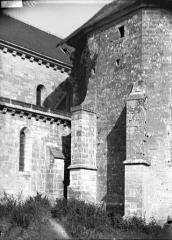 Eglise - Contreforts, partie basse