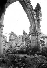 Eglise (ruines) - Pilier et arc
