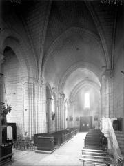 Eglise Saint-André - Nef, vue du choeur