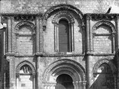 Eglise Saint-Nazaire - Portail et fenêtres, à l'ouest