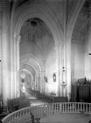 Eglise Notre-Dame - Nef, vue du choeur