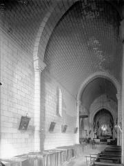 Eglise Saint-Romain - Nef, vue de l'entrée