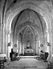 Eglise Saint-Jacques - Vue intérieure de la nef, vers le choeur