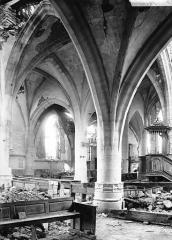 Eglise de Beauzée-sur-Aire - Vue diagonale, intérieur, chaire