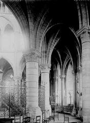 Eglise Notre-Dame-en-Vaux et son cloître - Déambulatoire
