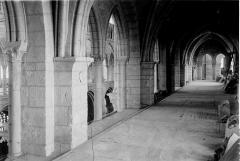 Eglise Notre-Dame-en-Vaux et son cloître - Triforium: intérieur