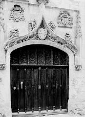 Ancien palais épiscopal, ancien palais de justice, actuellement musée départemental de l'Oise - Porte