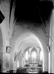 Eglise Saint-Martin - Partie de la nef et choeur vus de l'entrée