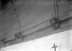Eglise Saint-Martin - Voûte lambrissée, détail: blochets à tête de grotesque