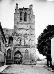 Collégiale, puis cathédrale Notre-Dame, actuellement église paroissiale Notre-Dame - Clocher: côté nord