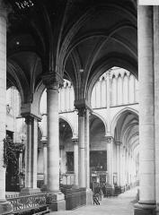 Collégiale, puis cathédrale Notre-Dame, actuellement église paroissiale Notre-Dame - Transept sud et bas-côté sud: vue diagonale