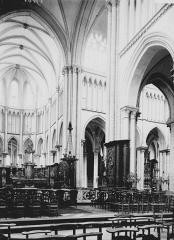 Collégiale, puis cathédrale Notre-Dame, actuellement église paroissiale Notre-Dame - Choeur et transept: côté droit
