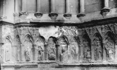 Collégiale, puis cathédrale Notre-Dame, actuellement église paroissiale Notre-Dame - Portail: soubassement