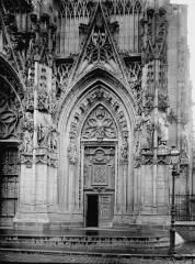 Eglise Saint-Vulfran ou ancienne collégiale - Portail ouest: porte de droite
