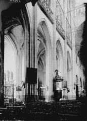 Eglise Saint-Vulfran ou ancienne collégiale - Nef: travées