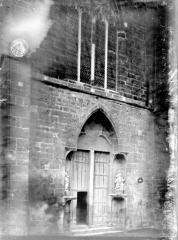 Eglise Saint-Pierre - Portail et fenêtre à l'ouest