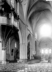 Eglise Notre-Dame (ancienne cathédrale) - Nef vue de l'entrée