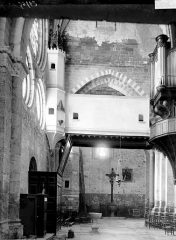 Eglise Notre-Dame (ancienne cathédrale) - Nef vue du choeur