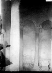 Baptistère dit le Panthéon (chapelle circulaire) - Intérieur: colonnes et chapiteaux