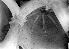 Baptistère dit le Panthéon (chapelle circulaire) - Intérieur: chapiteaux et voûte