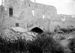 Château des Templiers - Façade: ruines