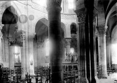 Eglise Saint-Menoux - Choeur: vue diagonale prise du déambulatoire