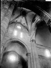 Eglise Saint-Menoux - Croisée du transept: voûtes