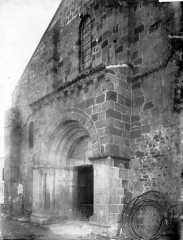 Eglise Saint-Martin - Portail ouest: vue diagonale