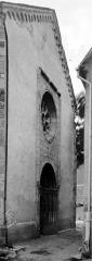 Eglise paroissiale - Façade: vue diagonale